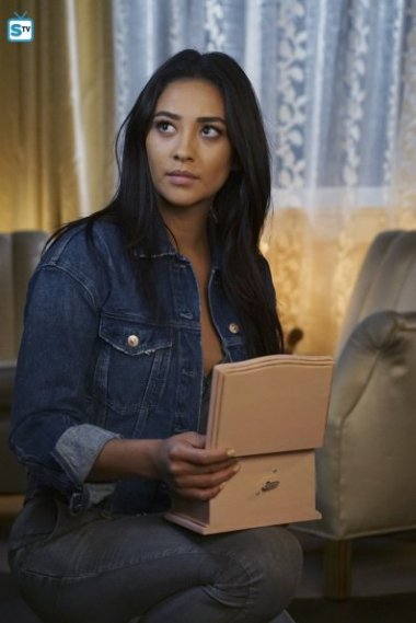 Pretty Little Liars, 7x1 (4)