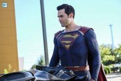 supergirl-2x2-5