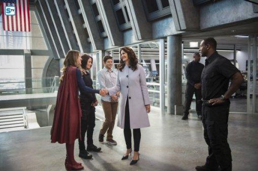 supergirl-2x3-22