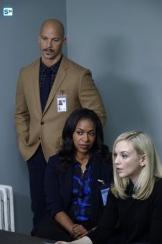conviction-1x11-8