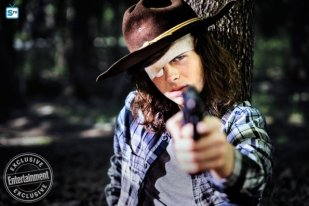 chandler-riggs-as-carl-grimesc2a0-the-walking-dead-_-season-8-gallery-photo-credit-alan-clarke-amc_595_Mini Logo TV white - Gallery