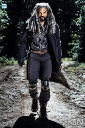 khary-payton-as-ezekiel---the-walking-dead---season-8-gallery---photo-credit-alan-clarke-amc-2-1505768594976_595_Mini Logo TV white - Gallery