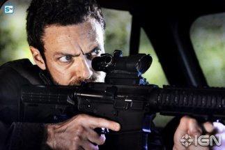 ross-marquand-as-aaron---the-walking-dead---season-8-gallery---photo-credit-alan-clarke-amc-1505768594985_595_Mini Logo TV white - Gallery