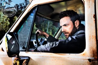 ross-marquand-as-aaronc2a0-the-walking-dead-_-season-8-gallery-photo-credit-alan-clarke-amc_2_595_Mini Logo TV white - Gallery