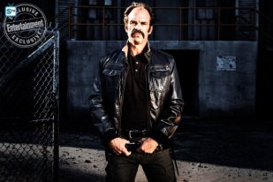 steven-ogg-as-simonc2a0-the-walking-dead-_-season-8-gallery-photo-credit-alan-clarke-amc_2_595_Mini Logo TV white - Gallery