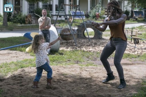 TWD_903_GP_0529_0200_RT_595_Spoiler TV Transparent