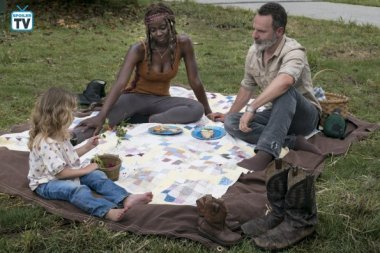 TWD_903_GP_0529_0538_RT_595_Spoiler TV Transparent