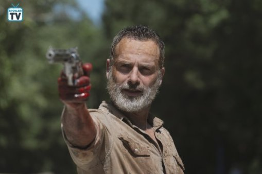 TWD_905_GP_0618_0158_RT_595_Spoiler TV Transparent