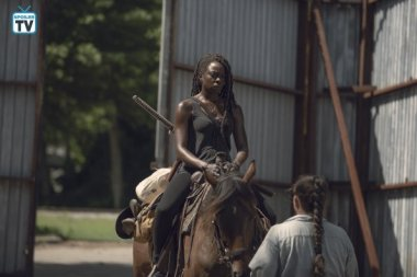 TWD_906_GP_0703_0263_RT_595_Spoiler TV Transparent
