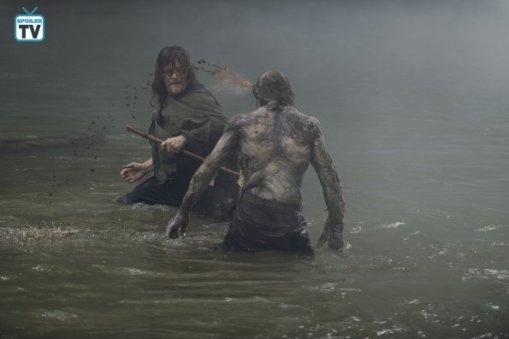 TWD_906_GP_0710_0139_RT_595_Spoiler TV Transparent
