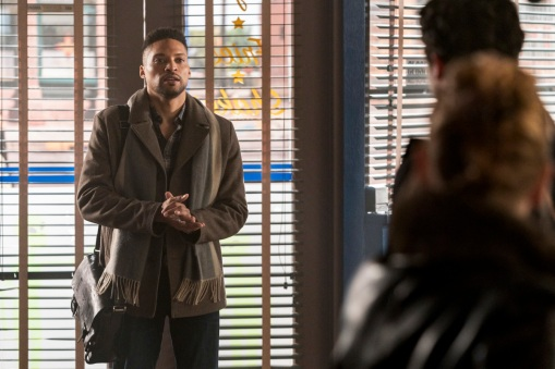 """Roswell, New Mexico -- """"Linger"""" -- Image Number: ROS211a_0275b.jpg -- Pictured: Cleo Anthony as Diego -- Photo: John Golden Britt/The CW -- © 2020 The CW Network, LLC. All rights reserved"""