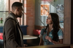 """Roswell, New Mexico -- """"Linger"""" -- Image Number: ROS211a_0332b.jpg -- Pictured (L-R): Cleo Anthony as Diego and Jeanine Mason as Liz -- Photo: John Golden Britt/The CW -- © 2020 The CW Network, LLC. All rights reserved"""